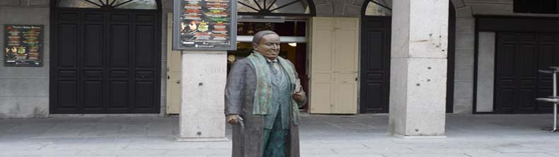 Estatua de Antonio Machado en la Plaza Mayor2