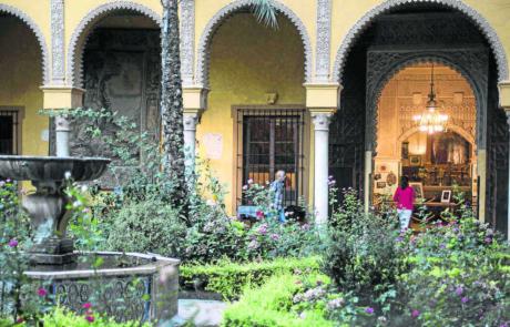 recorrera-patio-principal-Palacio-Duenas_1558354373_135951818_1200x675